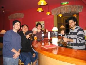 バーではスナックとビール、オーガニックワイン、ノンアルコール飲料を提供