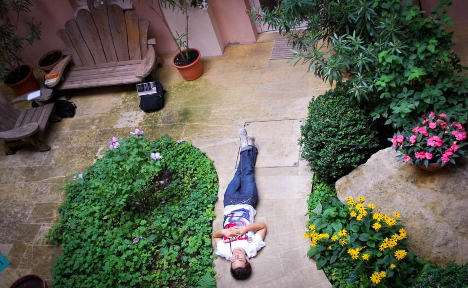 wünderschöner ruhiger Garten im Hostel