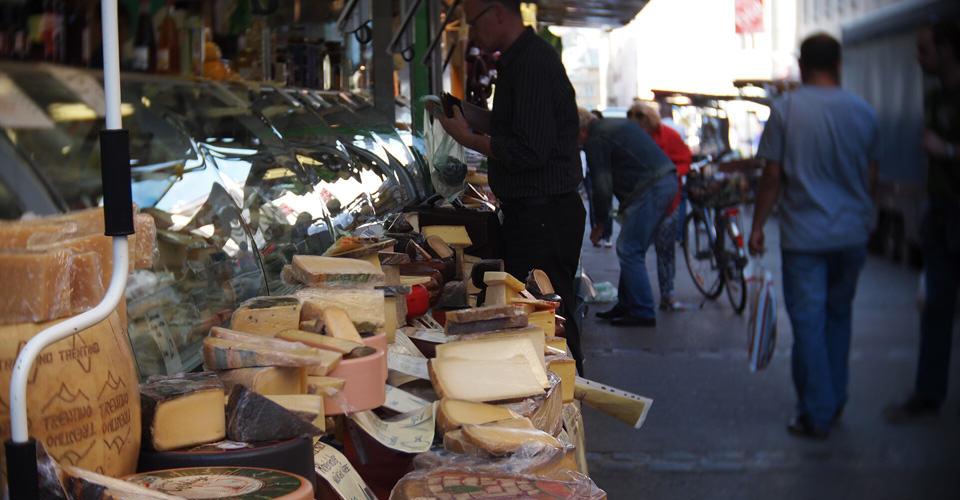Naschmarkt Mercado de Viena hostal comida internacional ambiente