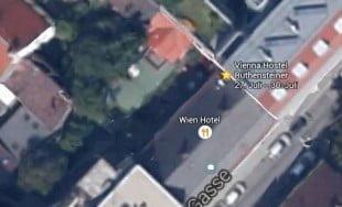 Vienna Hostel Ruthensteiner seen from above: Green Gardens and solar panels